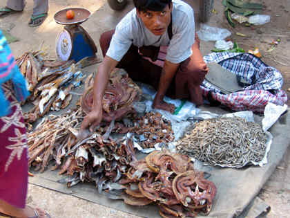 SELLING DRIED FISH ON THE STREET