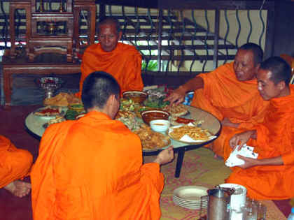 THAI MONKS CHOWING DOWN