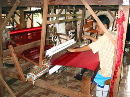 WEAVING SINGLE COLOR SILK