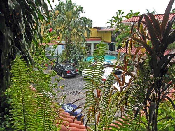 Private parking, swimming pool, jungle ambiance