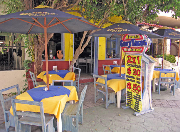 Simple outdoor restaurant in Cancun