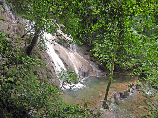 Beautiful, peaceful waterfalls at Palenque
