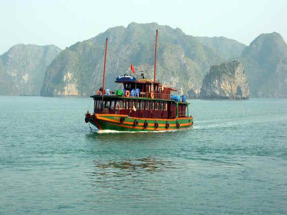 TYPICAL VIETNAMESE JUNK ON HALONG BAY